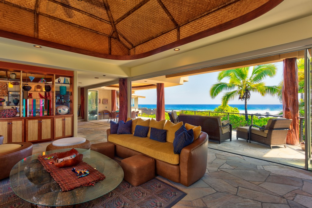 Kona Bay Indoor / Outdoor Space