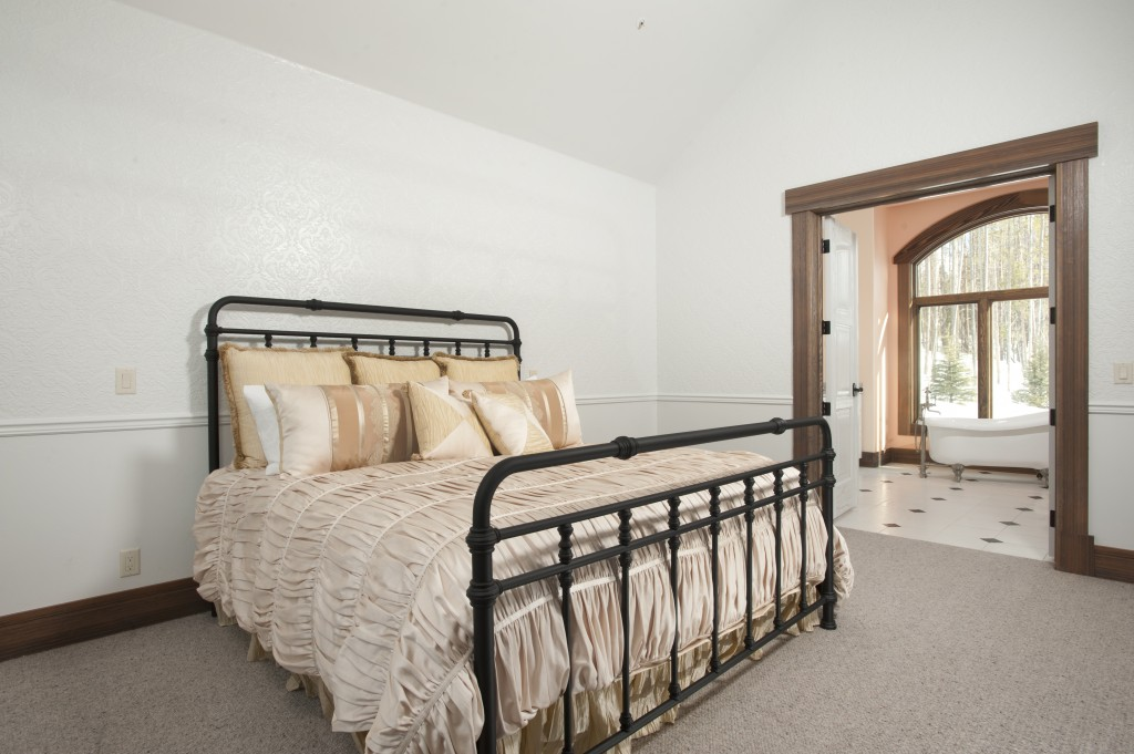 The Highlands Bedroom 3